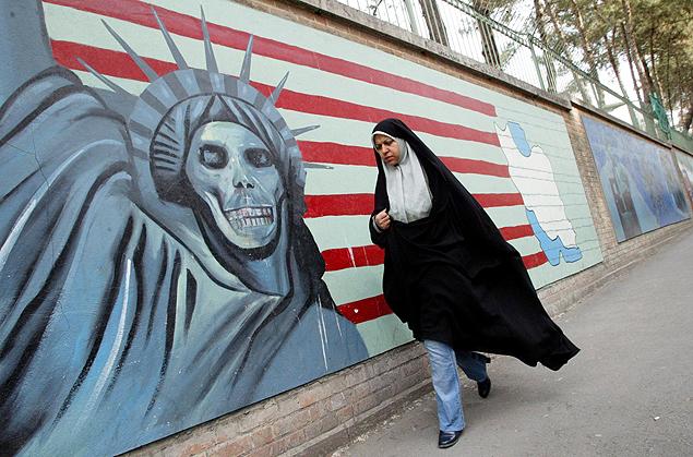Resultado de imagem para Ahmadinejad comemora com o ´povo aniversario da revoluçao islamica